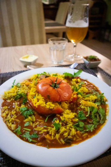Stuffed beef tomato with rice and curried sauce