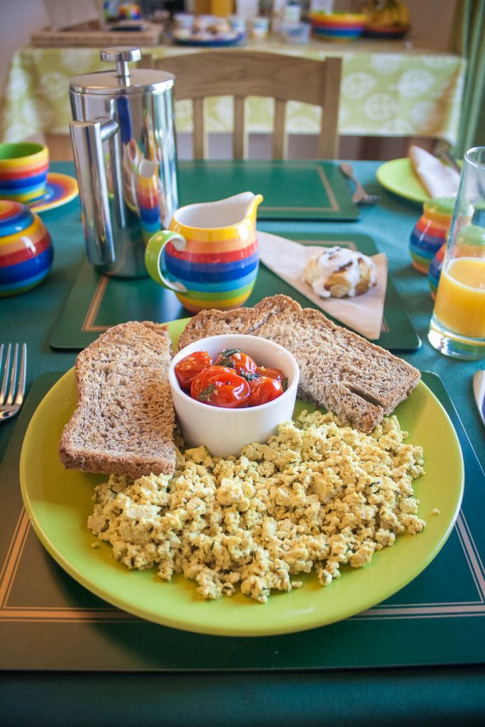 Scrambled tofu with toast and tomatoes