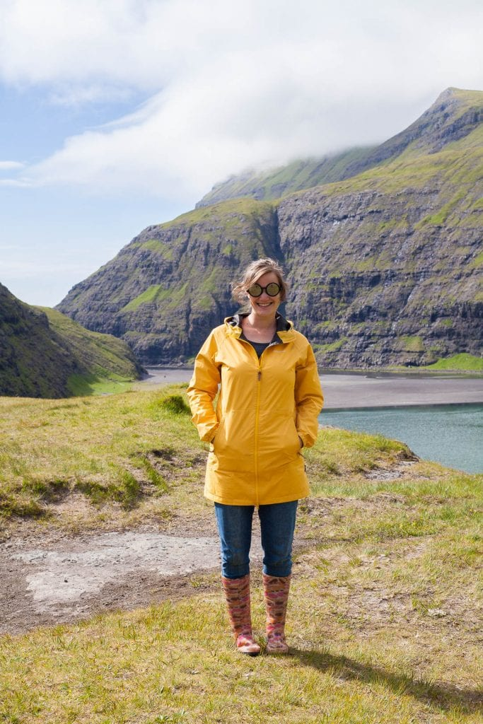 Finding a stylish rain coat that does it's job and is comfortable to wear is not easy. But traveling with this yellow dream by Craghoppers I knew I did it!