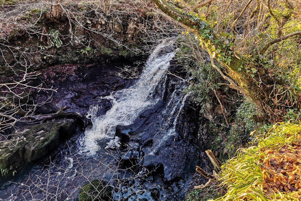 killoch glen waterfall at Fereneze Braes hike in Glasgow