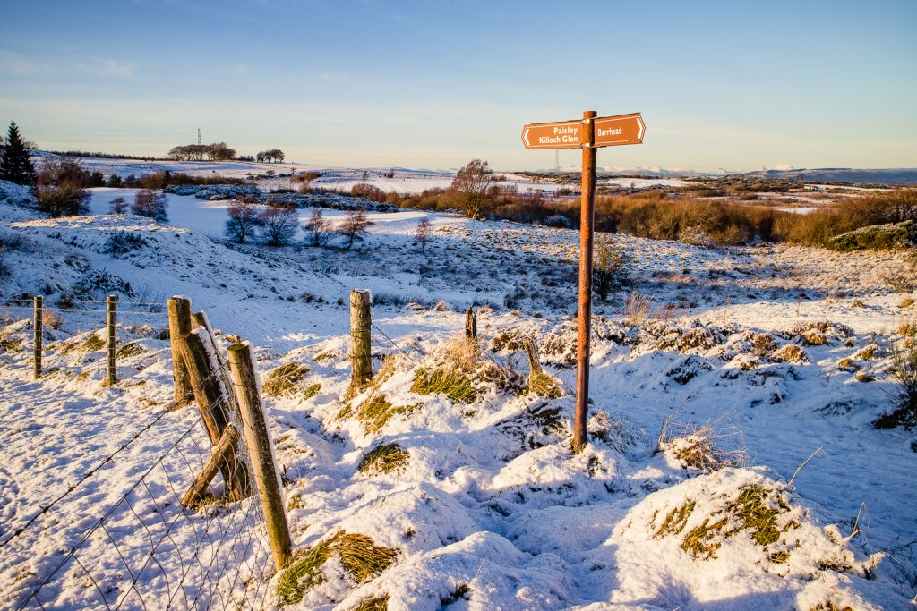 signpost in the snow at Fereneze Braes hike in Glasgow