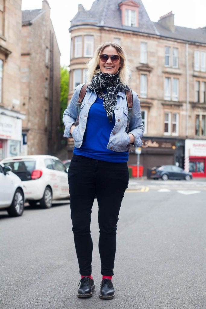 Travel blogger Kathi Kamleitner from Watch Me See in a typical outfit she would be wearing on a warm day in Glasgow.