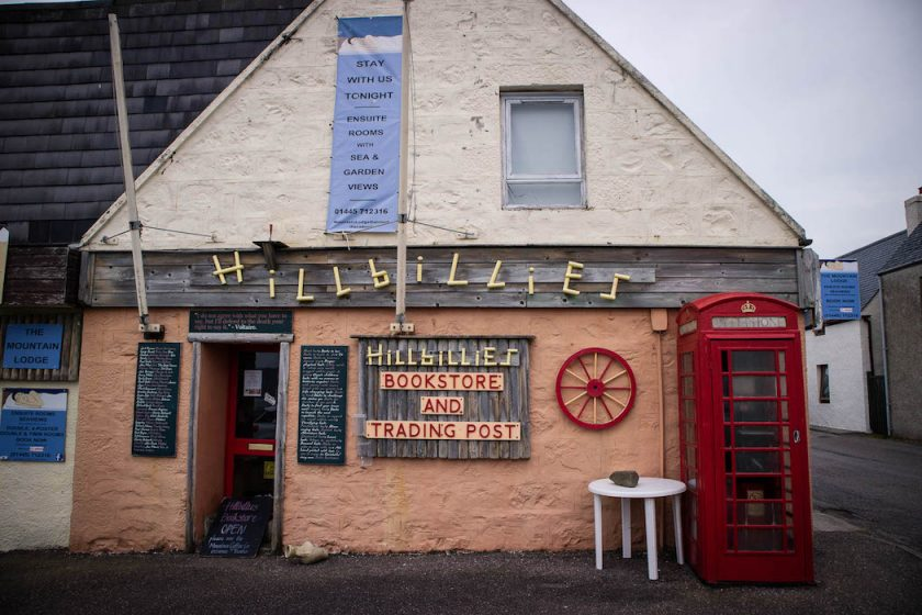 Hillbillie's Bookstore in Gairloch on the North Coast 500 in Scotland - Photo by Kathi Kamleitner, Watch Me See -20