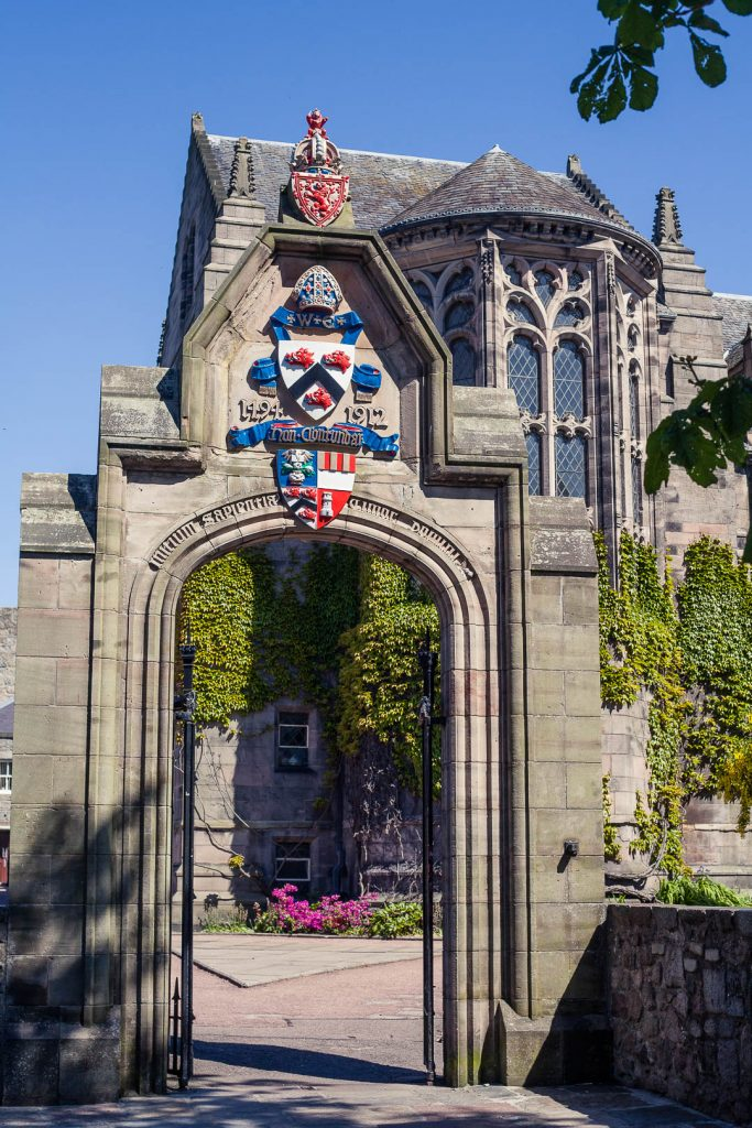 The entrance gate of the University of Aberdeen